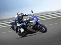 Yamaha YZF R3 Riding shot 1