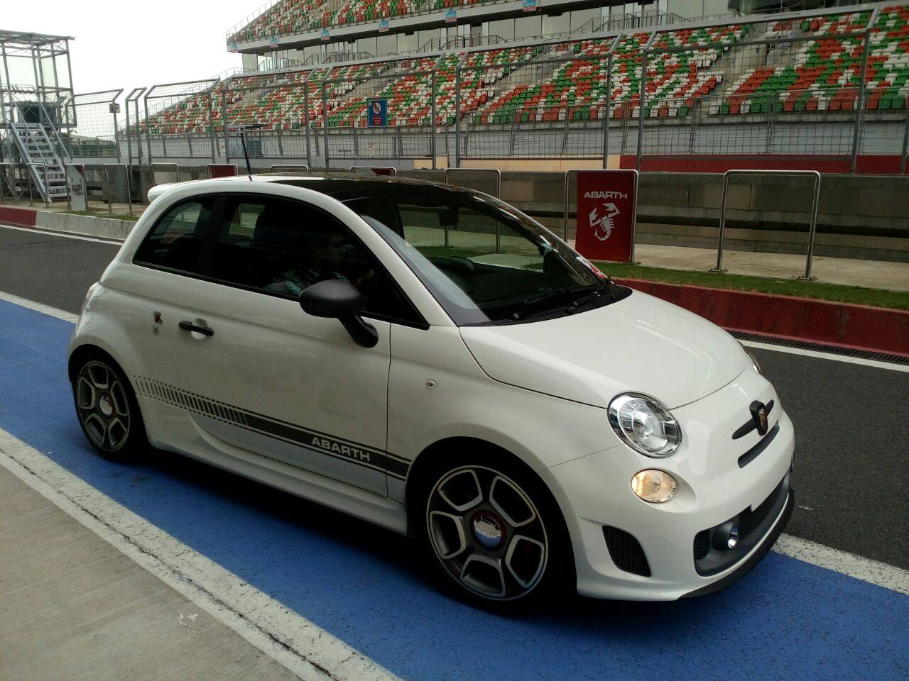 fiat abarth 595 competizione india 2 carblogindia. Black Bedroom Furniture Sets. Home Design Ideas