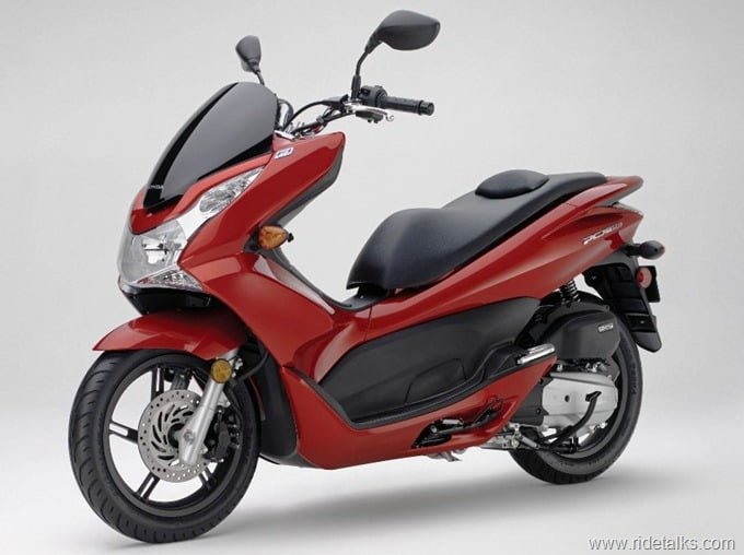2013-Honda-PCX-150-Scooter-3
