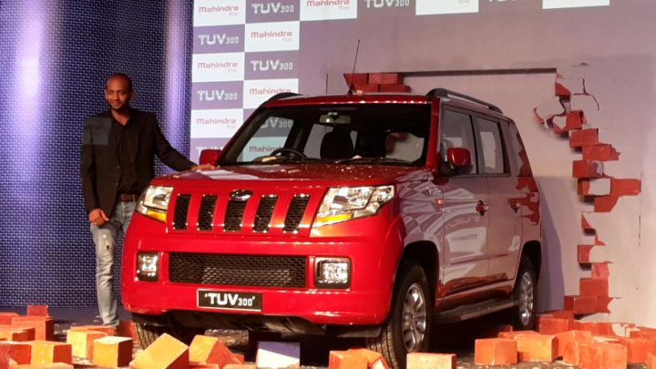 2015-mahindra-tuv300-launch-pics-red-launch