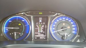 2015-toyota-camry-hybrid-review-dials
