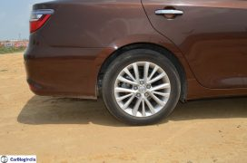 2015-toyota-camry-hybrid-review-pics-alloy