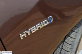 2015-toyota-camry-hybrid-review-pics-badge-2