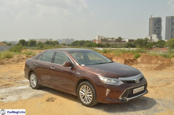 2015-toyota-camry-hybrid-review-pics-front-angle-2