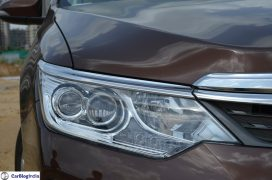 2015-toyota-camry-hybrid-review-pics-headlamp