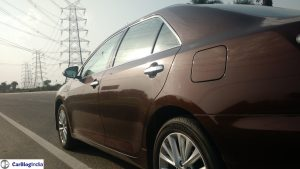 2015-toyota-camry-hybrid-review-side-angle-window