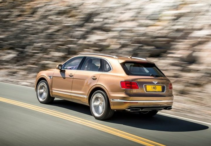 2016-bentley-bentayga-official-pics-rear