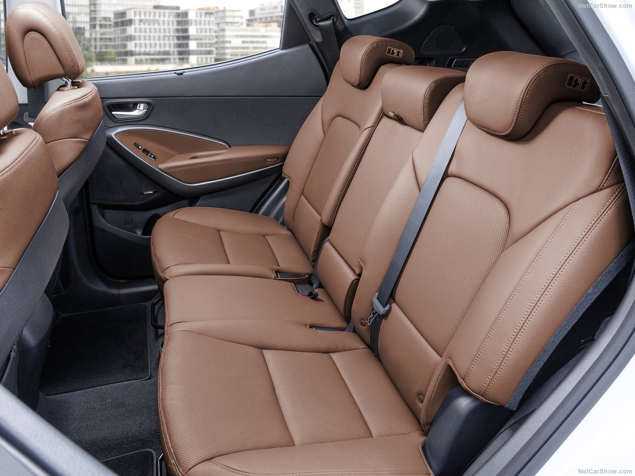 hyundai santa fe 2016 interior rear seat carblogindia. Black Bedroom Furniture Sets. Home Design Ideas