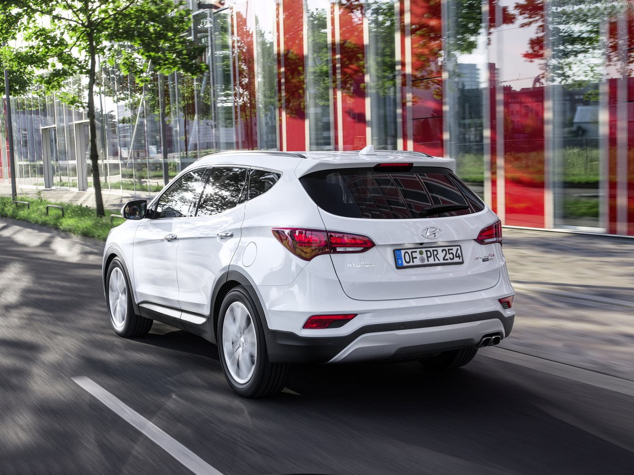 new hyundai santa fe 2016 facelift pics features specs. Black Bedroom Furniture Sets. Home Design Ideas