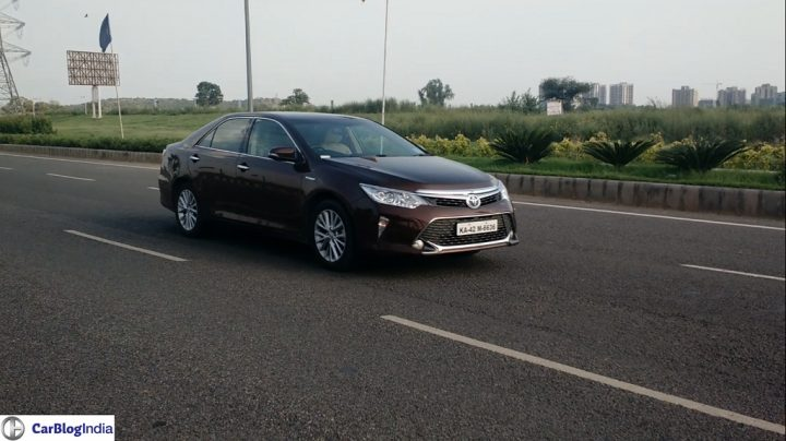 Toyota Camry Hybrid-pics-action-shot-1