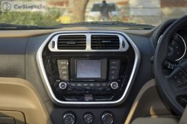 mahindra-tuv300-test-drive-review-black-centre-console