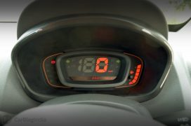 renault-kwid-test-drive-review-red-rxt-model-speedo