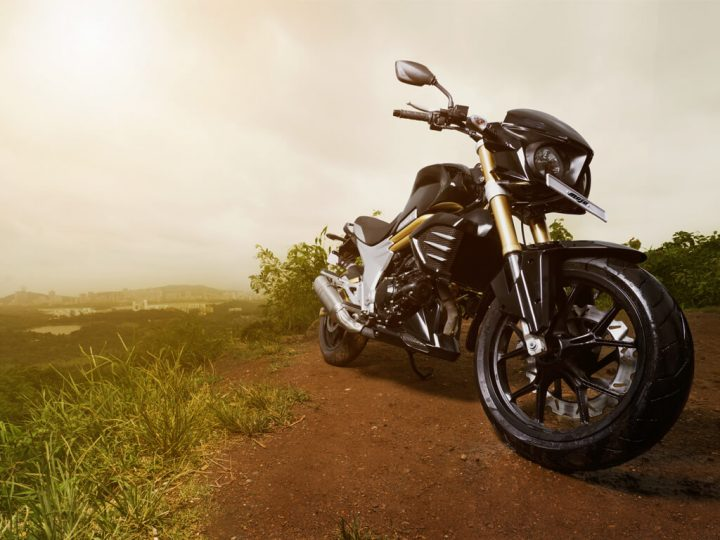 2015-mahindra-mojo-official-pics-black-3