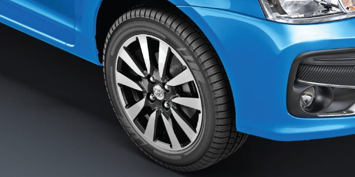 new-toyota-etios-liva-dual-tone-alloys