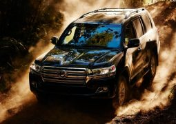 2015-toyota-landcruiser-200-india-official-pics-black-dirt
