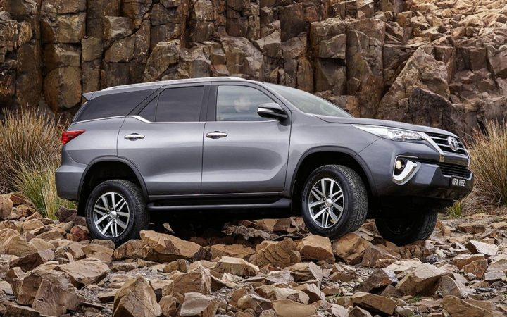 toyota Fortuner Rocks