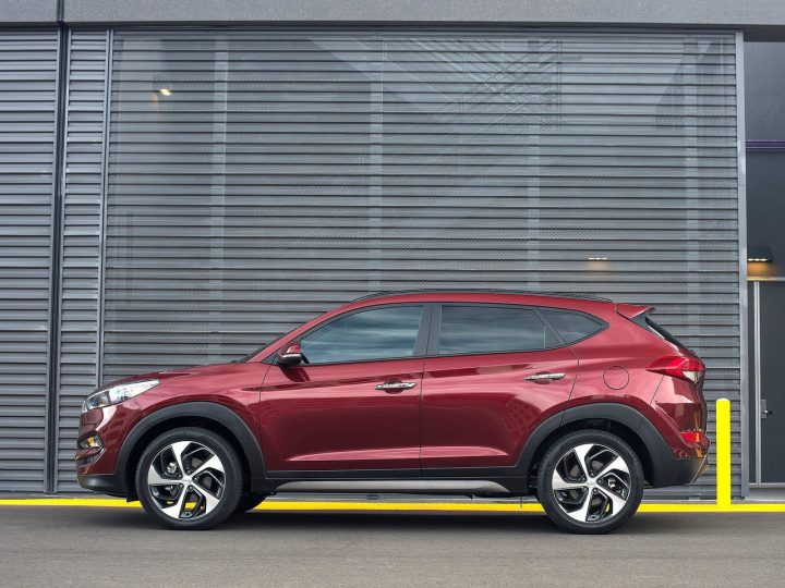 Hyundai Tucson vs Creta Comparison- Price in India, Specifications Hyundai-Tucson Side View