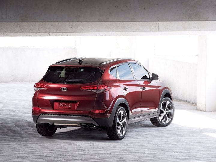 Hyundai-Tucson_2016_India_Launch_Pics_rear-angle
