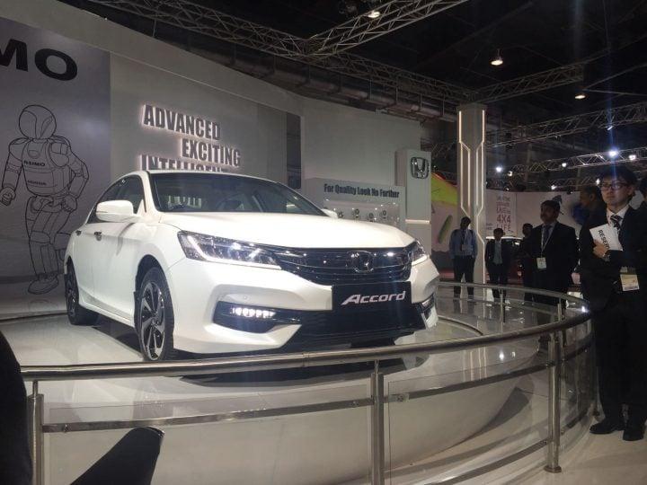 upcoming new car launches india 2016, 2017 - honda-accord-new-model-photos-front-angle