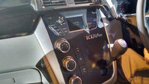 mahindra-kuv100-interior-gear-lever
