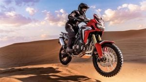 2016-Honda-Africa-Twin-action-pics
