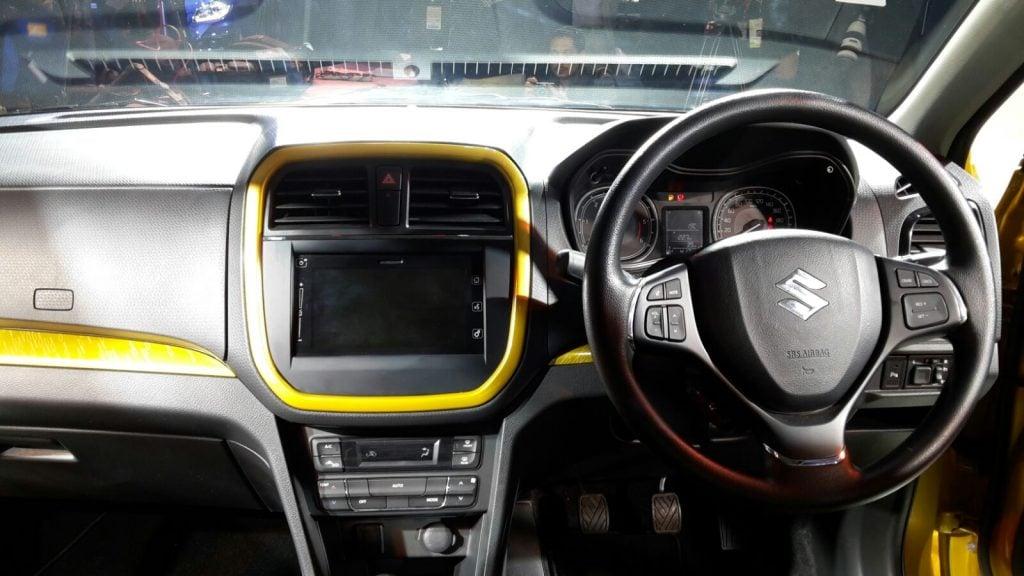 maruti vitara brezza vs s-cross Maruti Vitara Breeza Auto Expo 201610