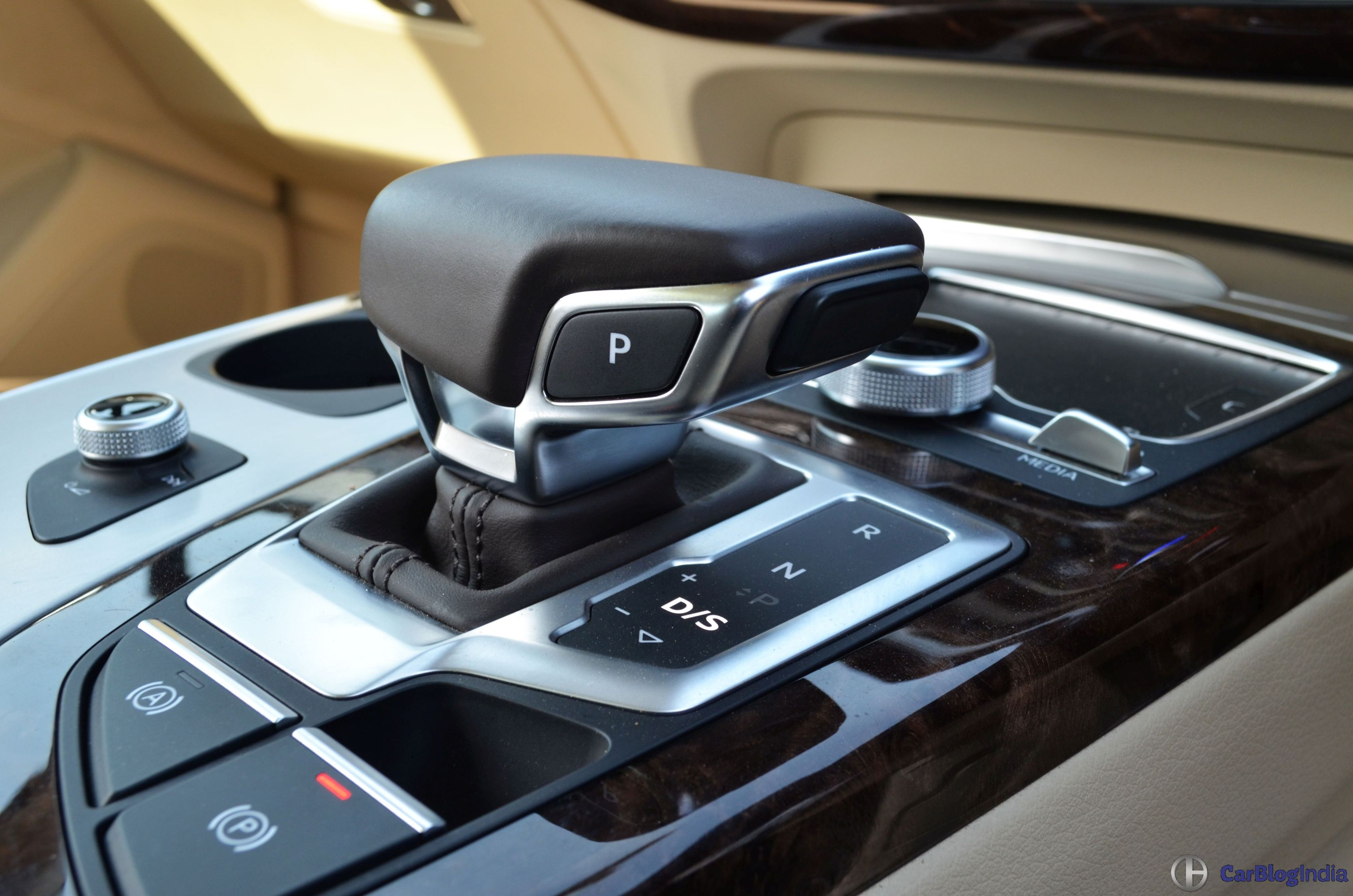 Audi Q Review Test Drive Gear Lever CarBlogIndia - Audi car gear