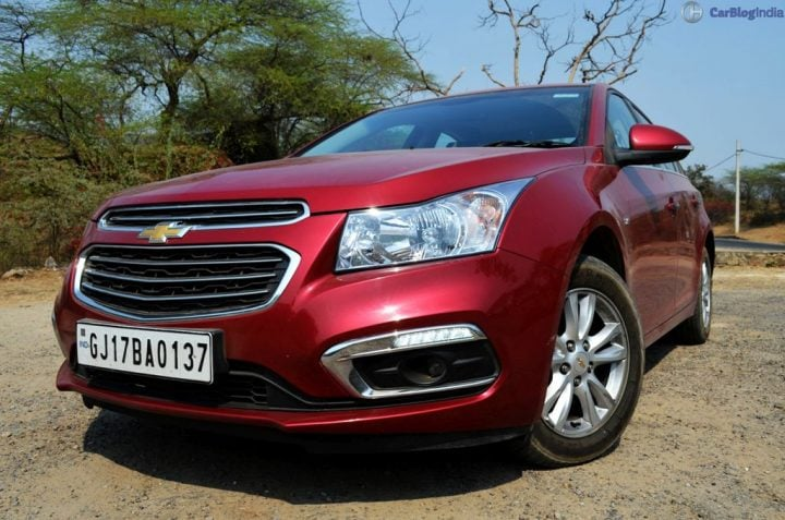 New 2016 Hyundai Elantra vs Chevrolet Cruze Comparison 2016 chevrolet cruze review images (12)