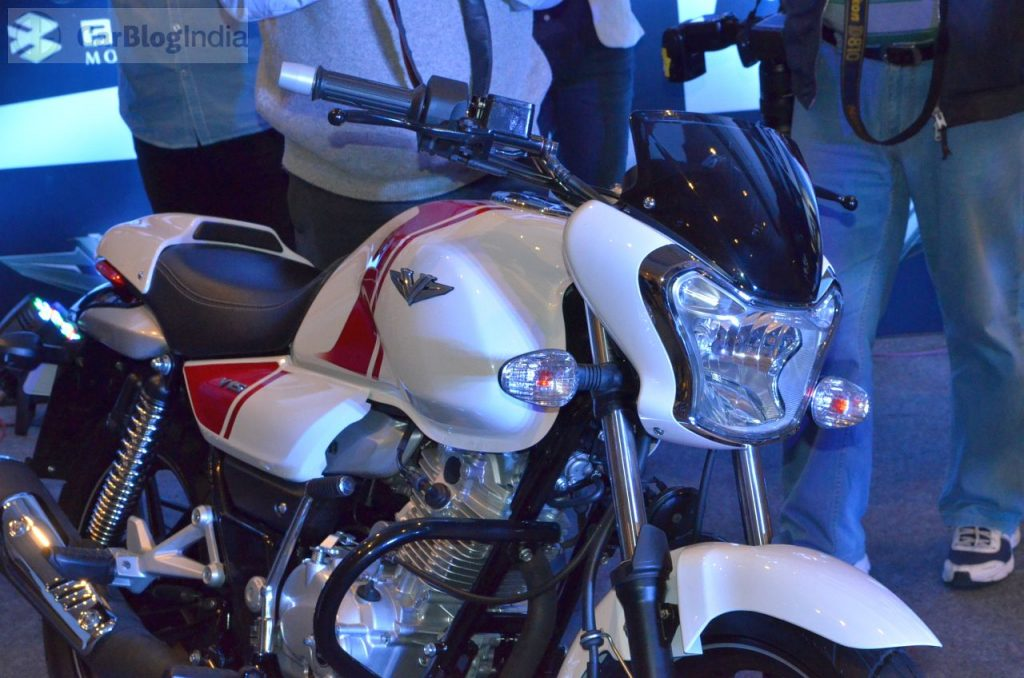 bajaj-v15-photos- whire-red-front-angle-fairing-headlight