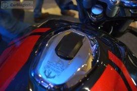 bajaj-v15-photos- black-red-fuel-cap