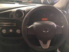 2016-datsun-redi-go-steering