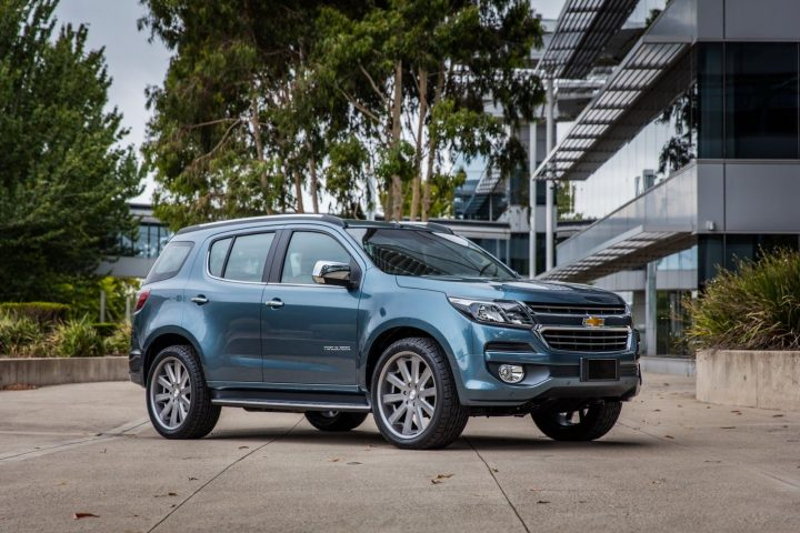 Upcoming Chevrolet Cars in India 2017-Chevrolet-Trailblazer-India-Images-Front-Angle-2