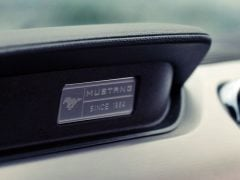 ford-mustang-test-drive-review-badge-dashboard