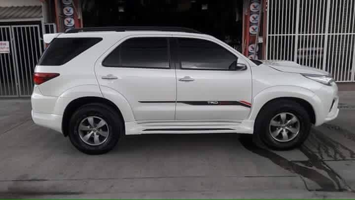 modified-toyota-fortuner-thailand-side