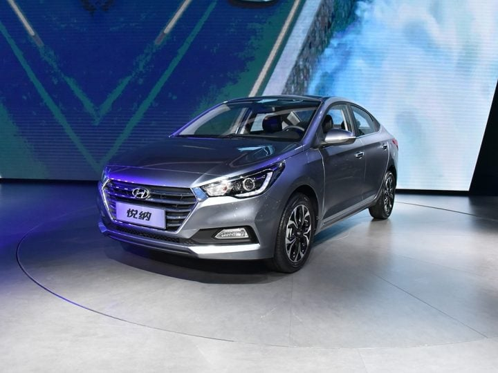 new Hyundai Verna 2017-front-three-quarter-silver-image