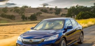2017-honda-accord-hybrid-front-action-official-image