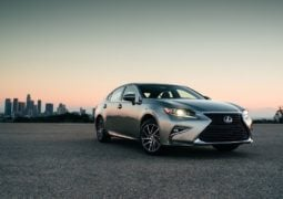 2016-lexus-es-300h-india-official-image-front-angle-2