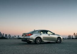 2016-lexus-es-300h-india-official-image-rear-side