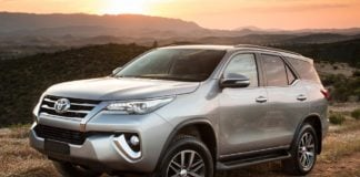 2016 toyota fortuner front three quarte images