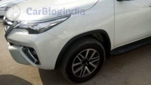 2016-toyota-fortuner-india-spy-shots-alloy-wheel