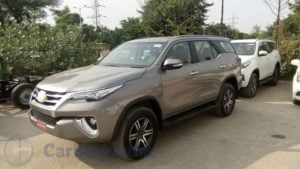 2016-toyota-fortuner-india-spy-shots-front-side