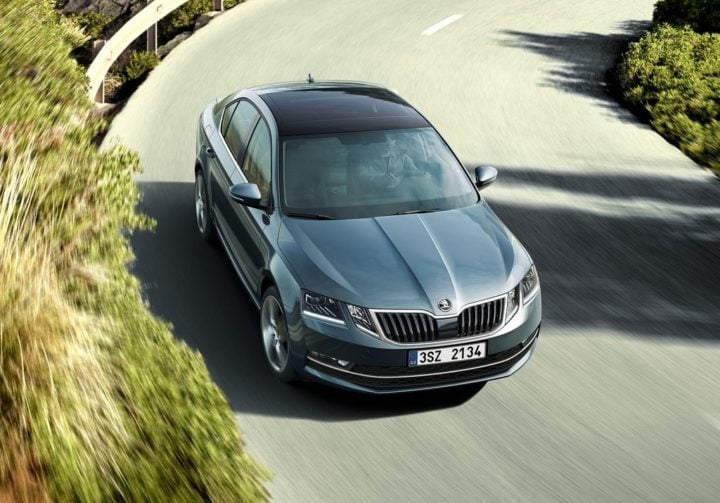 2017-skoda-octavia-facelift-official-image-top-action-shot