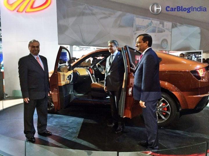 Mahindra XUV Aero Price 20 lakh, launch in 2019, Specifications, Design mahindra-xuv-aero-coupe-auto-expo-images-anand-mahindra-pawan-goenka-pravin-shah