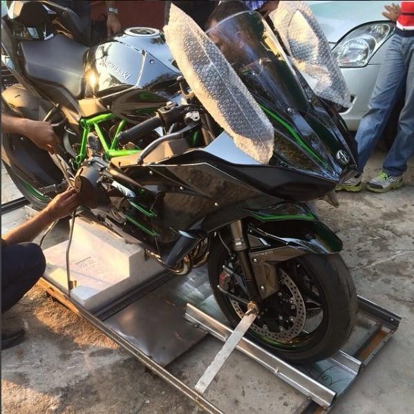 ms-dhoni-bike-collection-ninja-h2