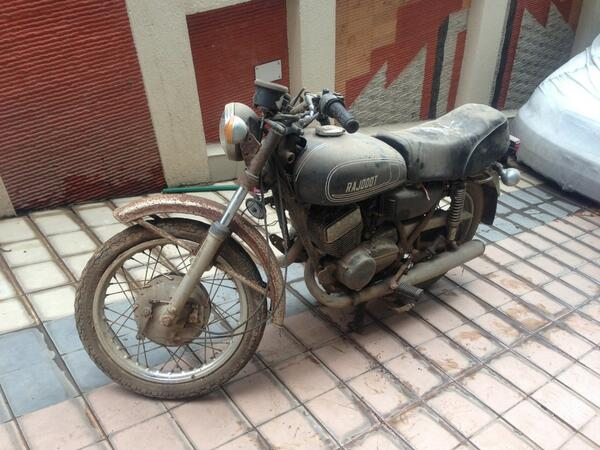 ms-dhoni-bike-first-bike-rajdoot