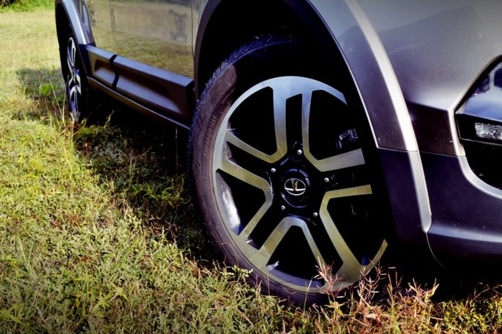 tata hexa test drive review images alloy wheel