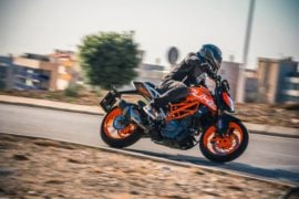 2017-ktm-duke-390-official-image-1
