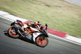 2017-ktm-rc-390-official-image-1
