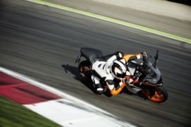 2017-ktm-rc-390-official-image-3
