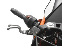 2017-ktm-rc-390-official-image-adjustable-lever